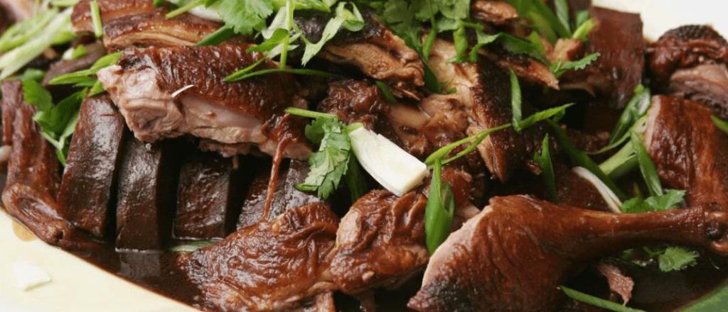 Запеченное мясо дикого гуся