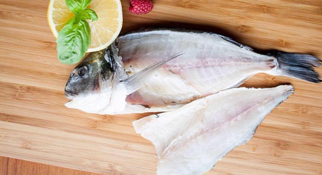 Разделка рыбы дорадо